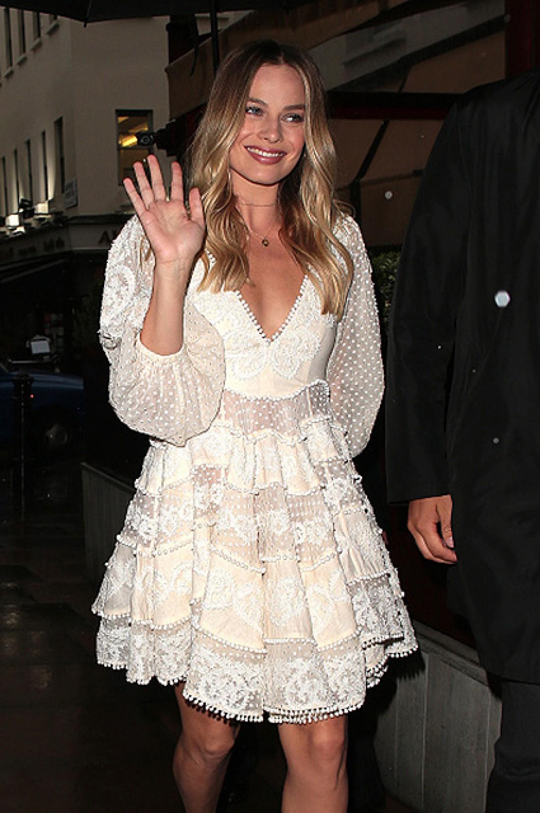 Марго Робби посетила мероприятие в ретро-платье