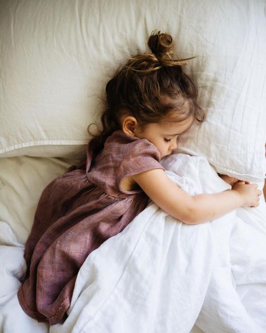 Как правильно будить ребенка