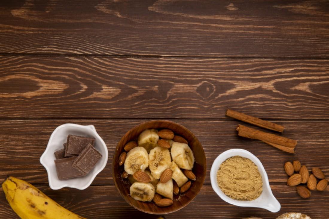 Смузи: Банан + миндаль + корица + соль