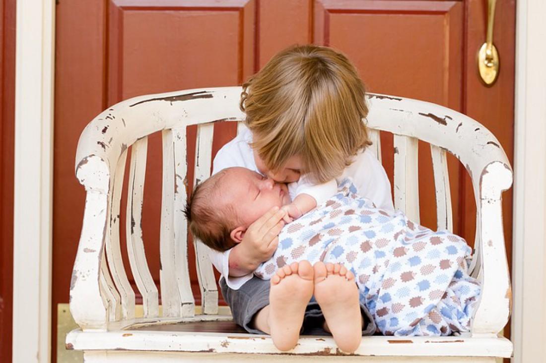 Красная сыпь на шее и лице у ребенка фото