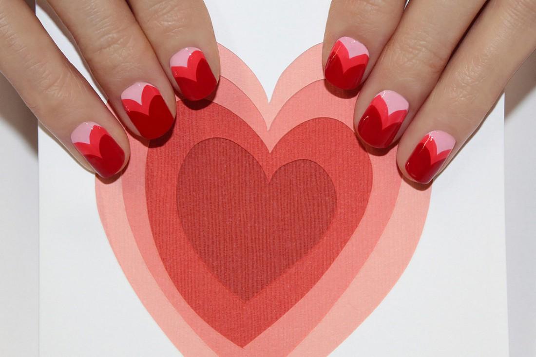 Красивый маникюр с сердечками фото