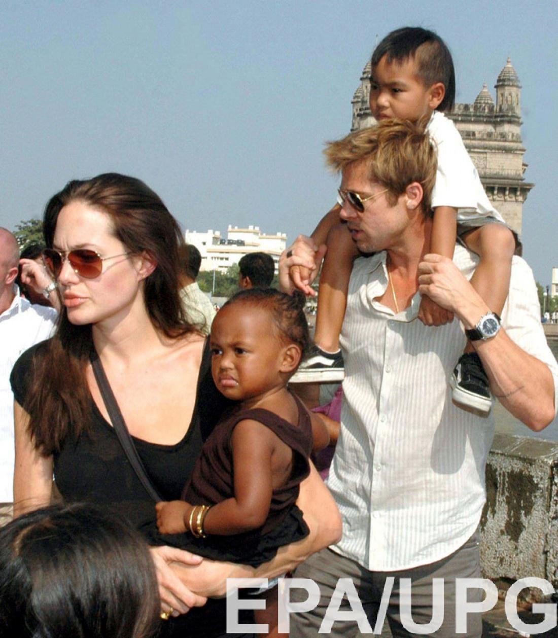 Питти Джоли с детьми