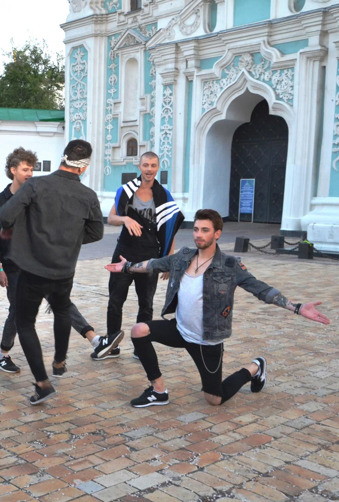 Участники Топ-модель по-украински выступили с группой СКАЙ