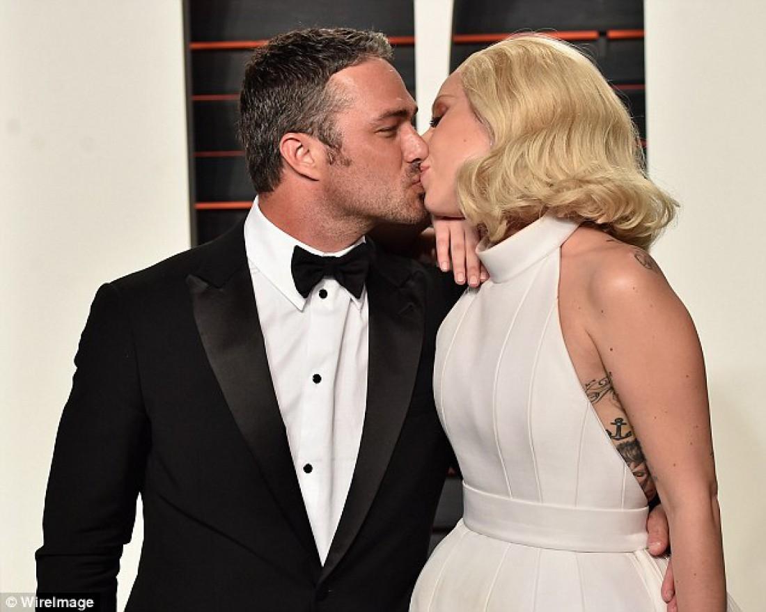 Lady Gaga поцеловалась с женихом на afterparty Оскара 2016