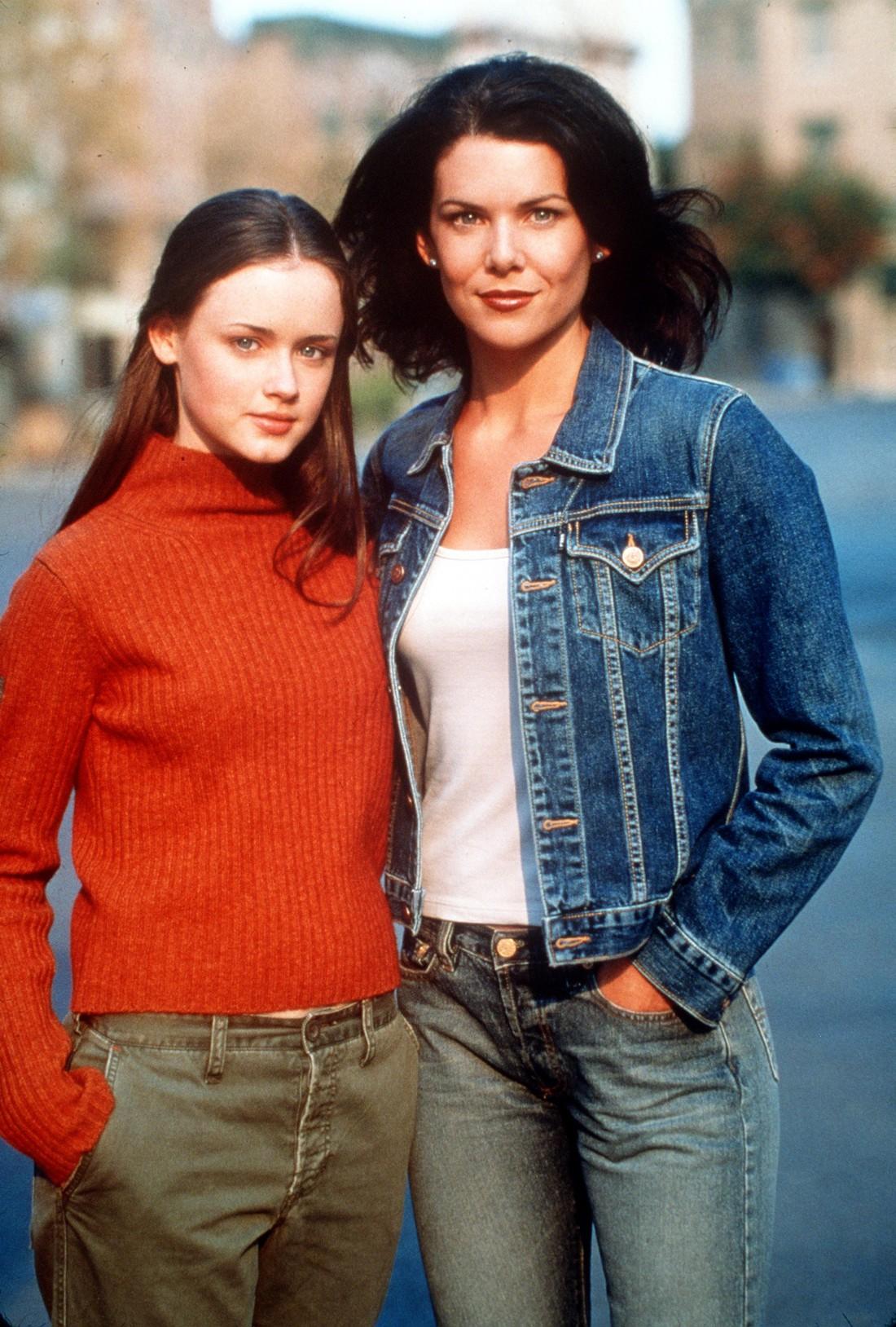 Алексис Бледал (слева) в сериале Девочки Гилмор. Справа – актриса Лорен Грэм