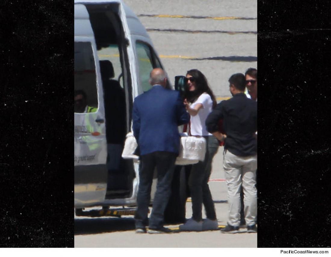 Джордж и Амаль Клуни с детьми