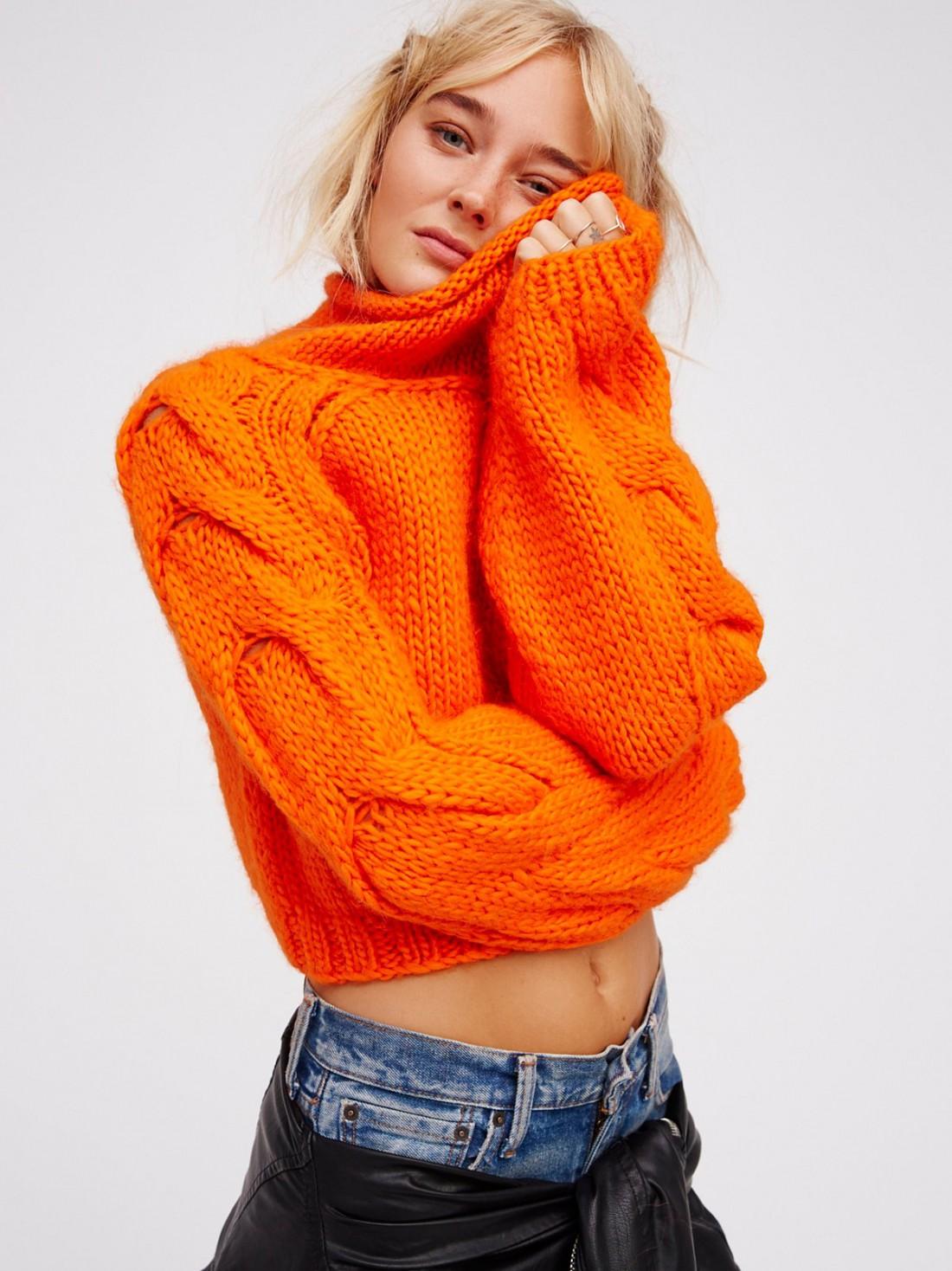Яркий свитер кардинально преобразит твой гардероб