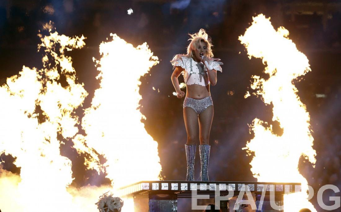 Lady Gaga во время своего номера