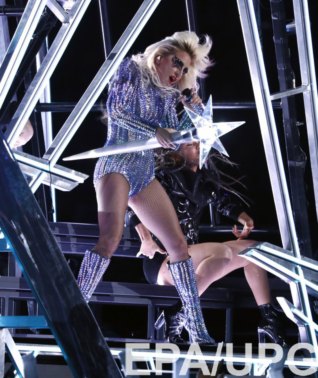30-летняя певица Lady Gaga на Super Bowl 2017