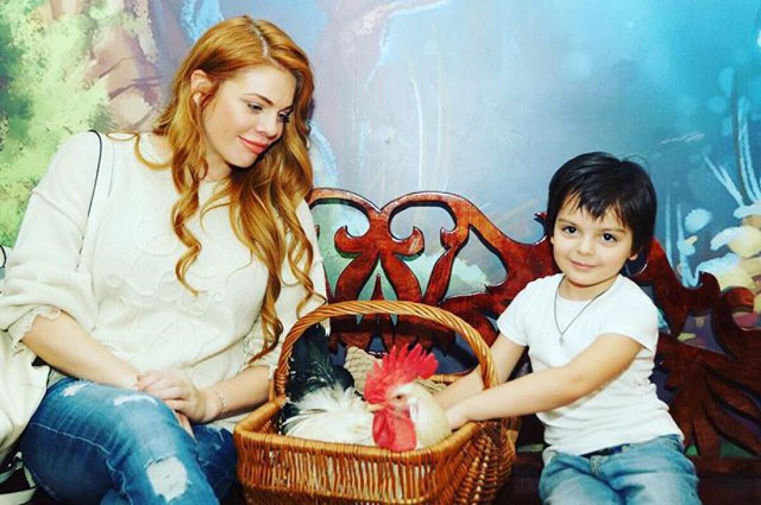 Беременная Анастасия Стоцкая удивила почитателей новым имиджем: эстрадная певица перекрасилась вбрюнетку