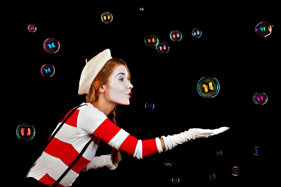 Шоу пузырей с элементами мистики на Хэллоуин