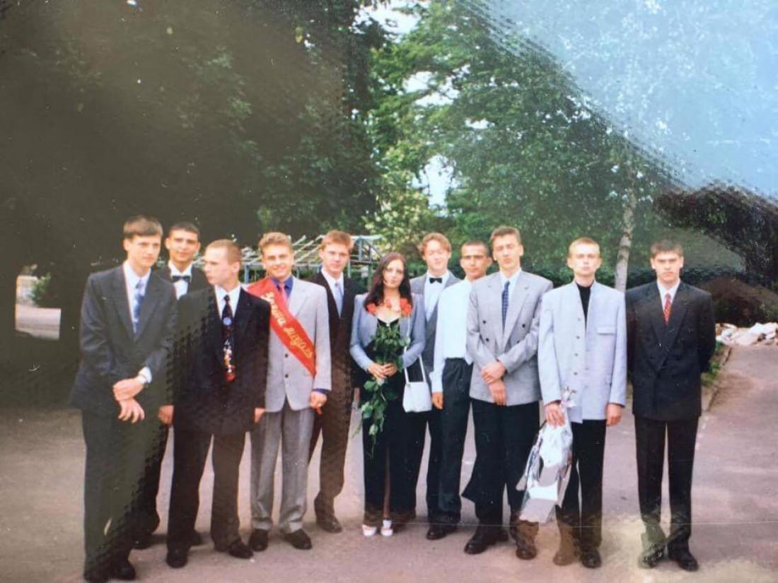 Фото с юности Андрея Хлывнюка (пятый справа)
