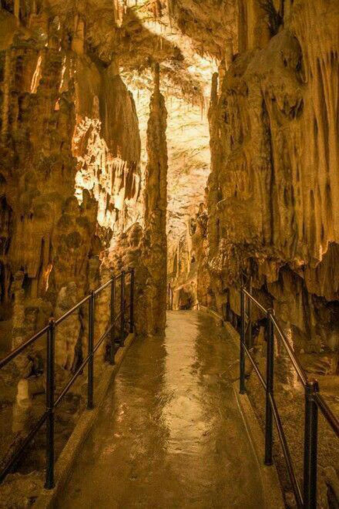 Постойнска-Яма - самая длинная туристическая пещера в мире