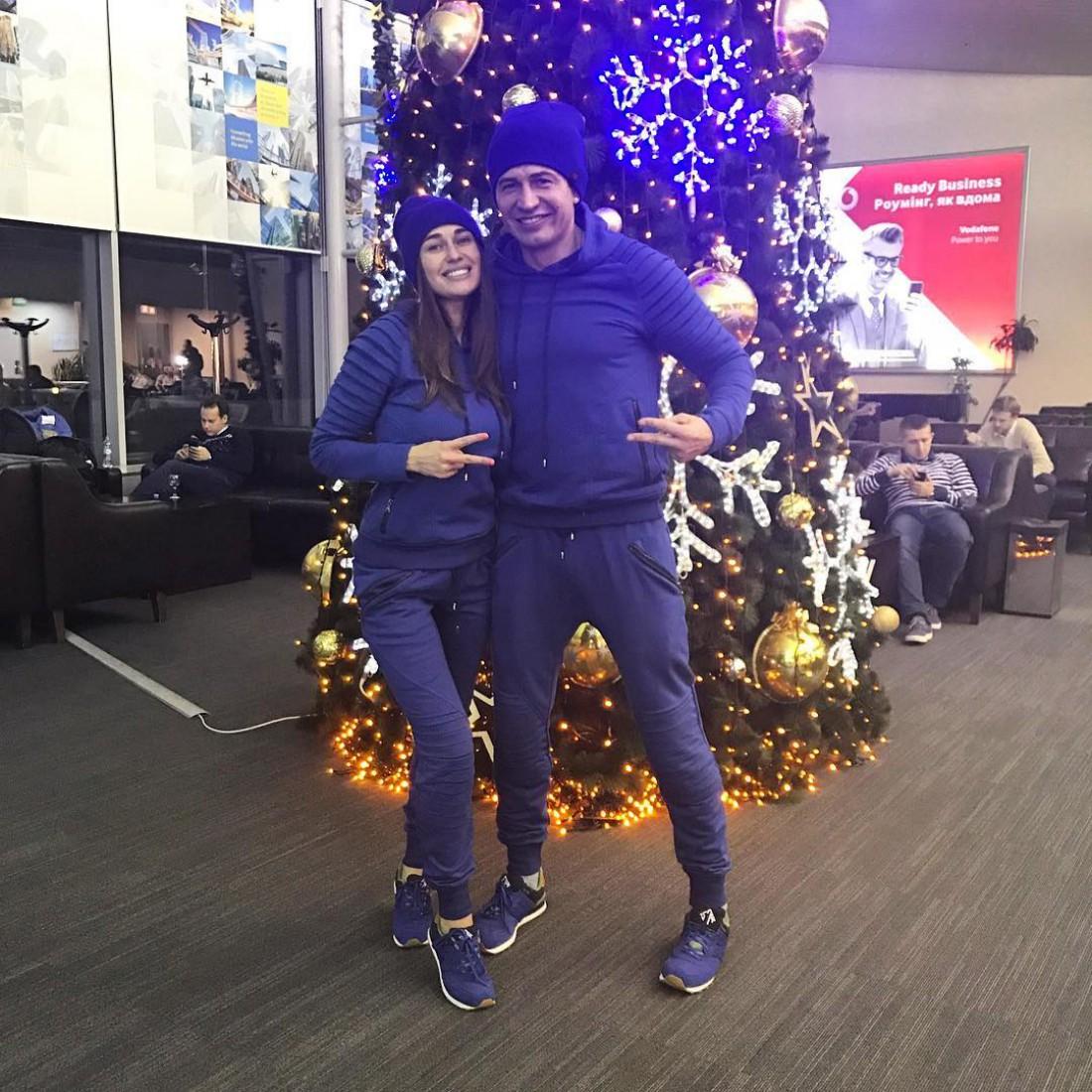 Джеджула со своей девушкой в аэропорту