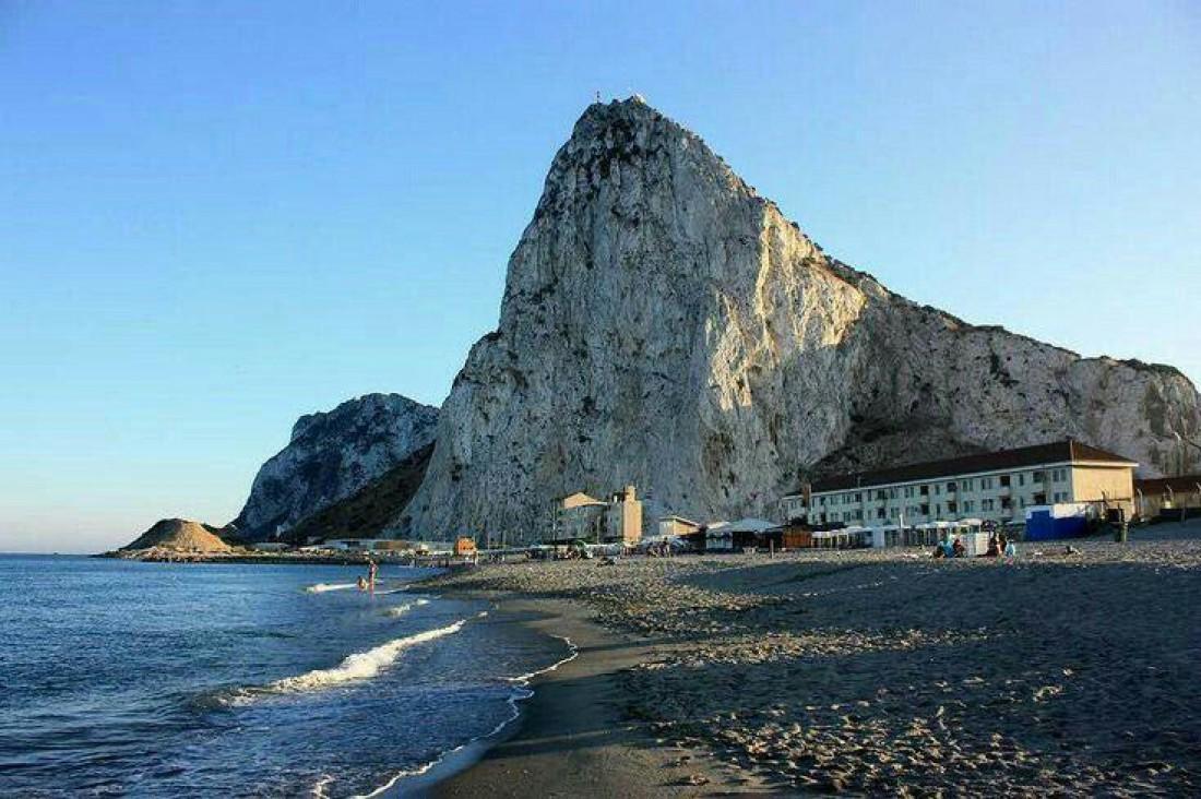 Гибралтарская скала - гордость местных жителей
