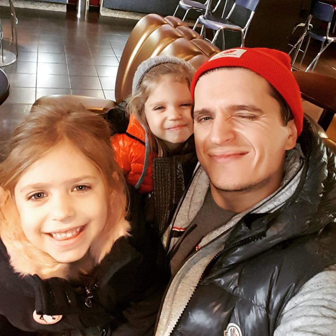 Анатолий с дочками