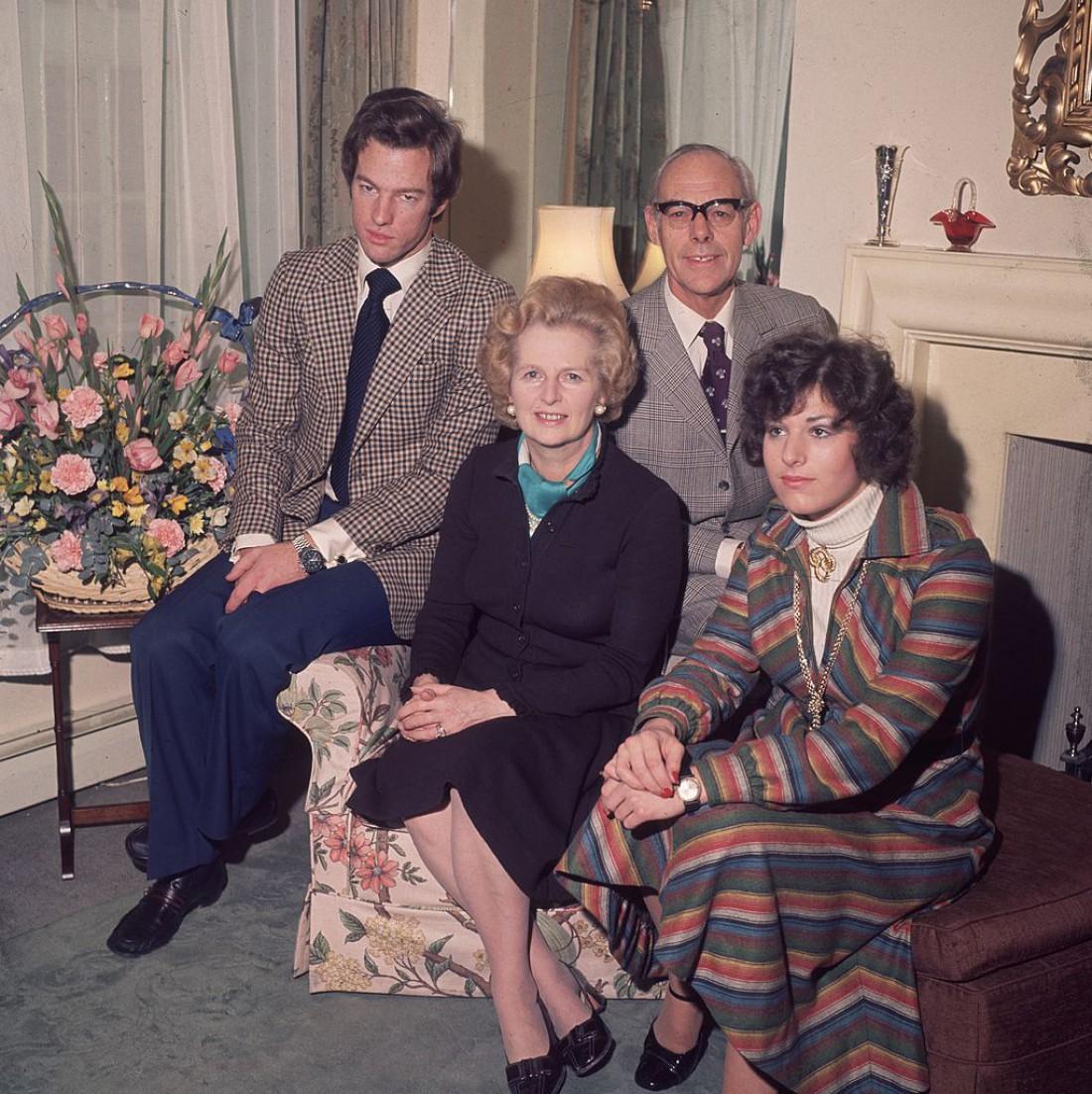 1976 год: Маргарет Тэтчер с мужем и детьми