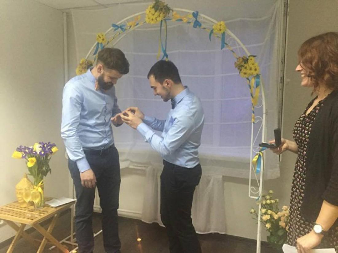 свадьба гея в офисе геев