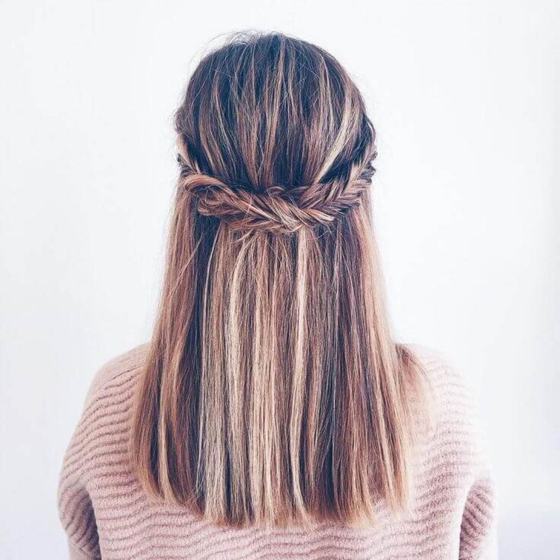 Спровоцировать выпадение волос может множество причин, начиная от генетической предрасположенности и заканчивая стрессом