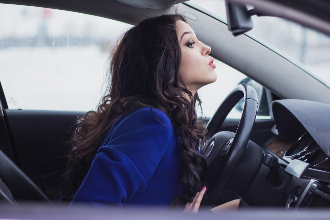 Женщине за рулем рады не все