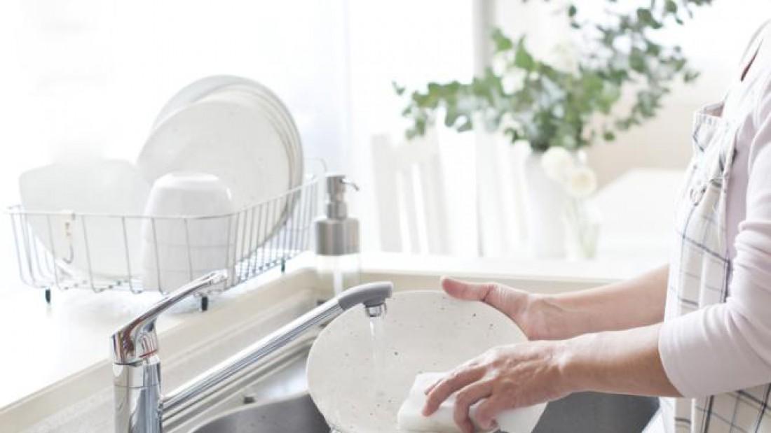 Мытьё посуды фото