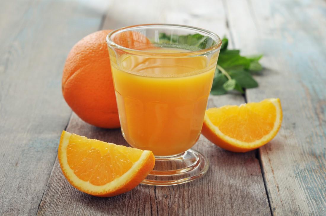 Покупной апельсиновый сок не принесет организму никакой пользы