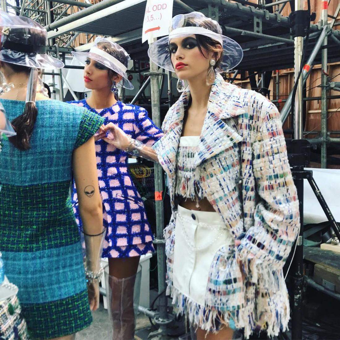 Кайя Гербер в показе Chanel