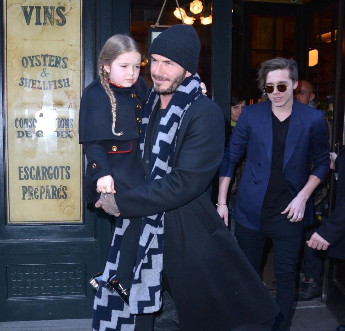 Дэвид Бекхэм с детьми Харпер и Бруклином