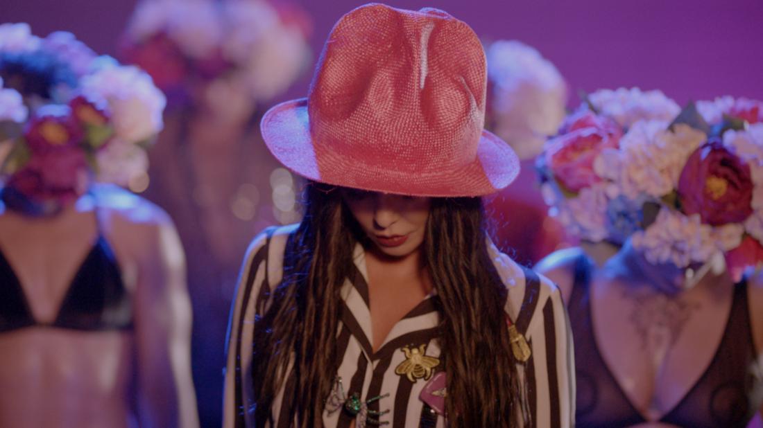 Асия Ахат в новом клипе