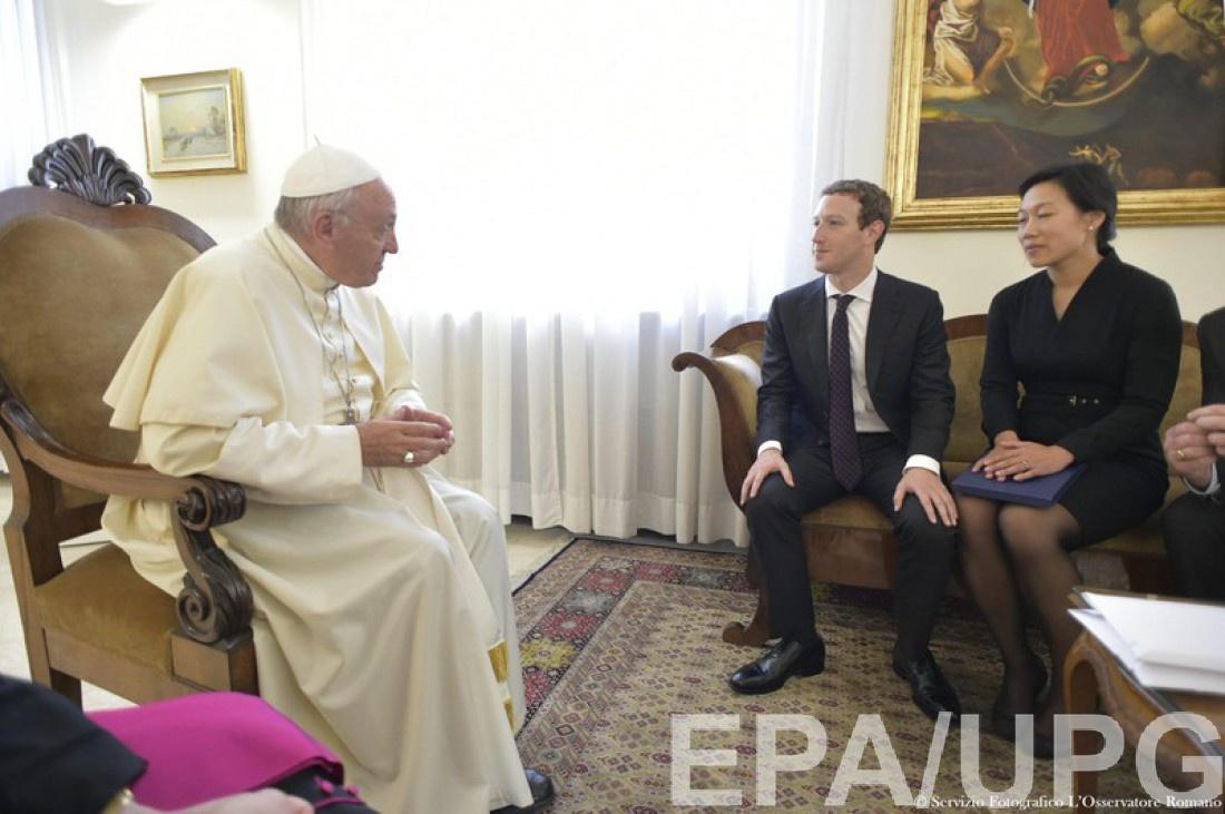 Марк Цукерберг и Присцилла Чан на встрече с Папой Римским