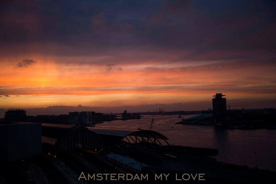 """""""Амстердам стал для меня настоящим сюрпризом. Я всегда считал Венецию городом каналов; мне и в голову не приходило, что я могу увидеть нечто подобное в голландском городе"""", – Джеймс Уэлдон Джонсон"""