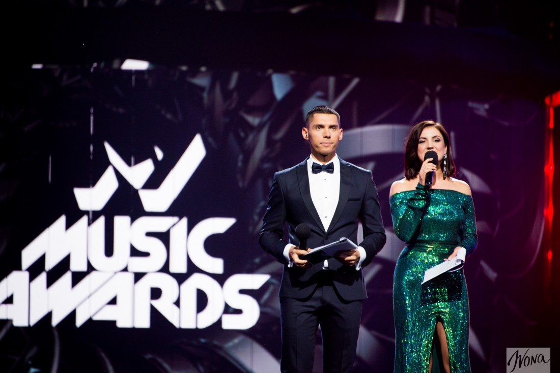 Ведущие M1 Music Awards 2016 Никита Добрынин и Ольга Цыбульская