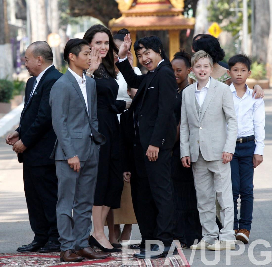 Джоли впервый раз появилась напублике после развода сПиттом