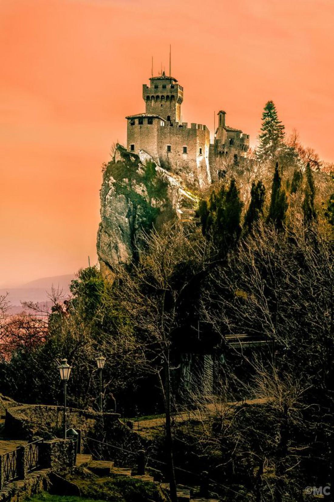 Башня Честа - одна из трех башен-символов Сан-Марино