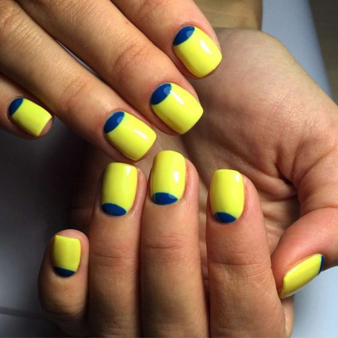 Желто-синий маникюр: 7 оригинальных идей на любой вкус