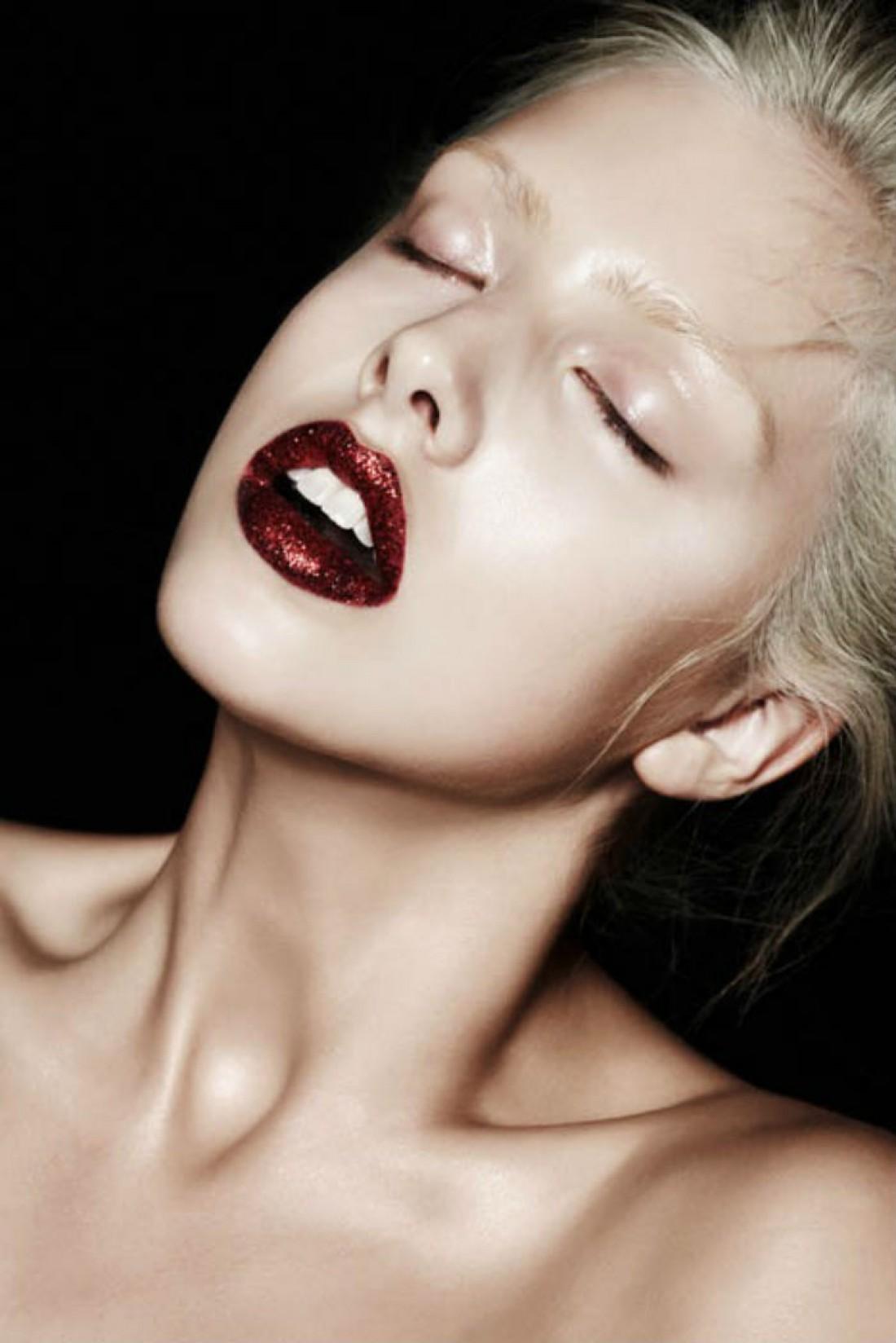 Если у тебя от природы сухая кожа, при нанесении макияжа возникает проблема шелушащейся кожи