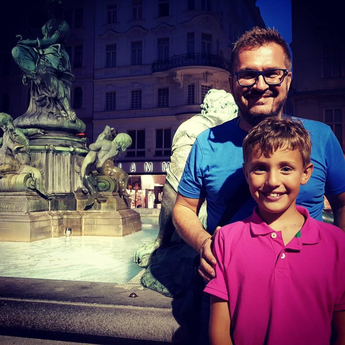 Александр Пономарев с сыном в Вене
