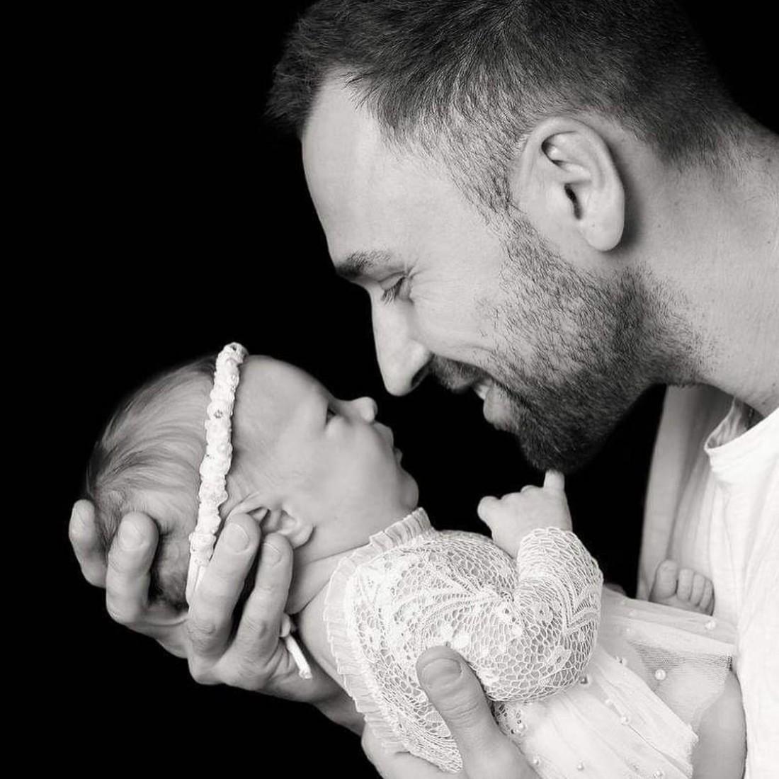 Максим Михайлюк с двухмесячной дочерью