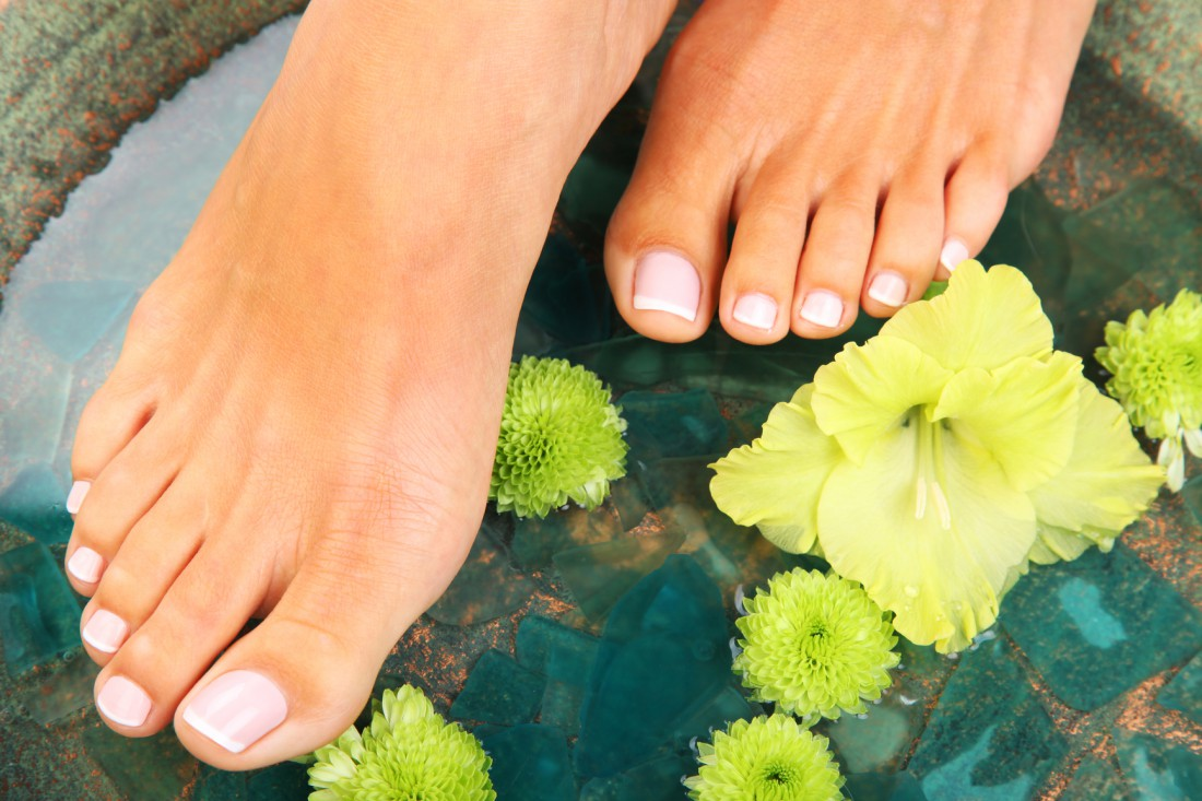 Ванночка поможет размягчить грубую кожу ступней и пяток