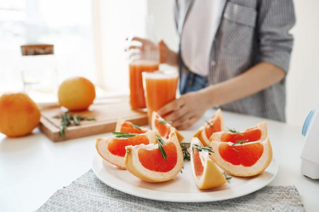 Смузи: Грейпфрут + цветная капуста + брокколи + миндаль + финики + семена льна