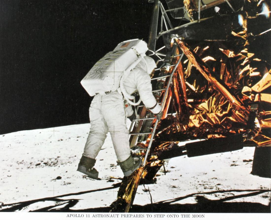 Мунбуты появились благодаря космонавту Луи Армстронгу и его напарнику Баззу Олдрину