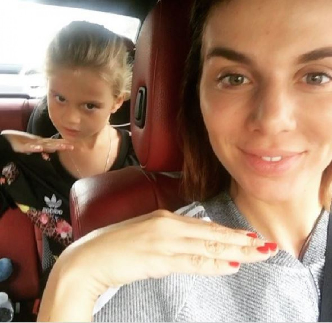 Анна Сєдокова з дочкою