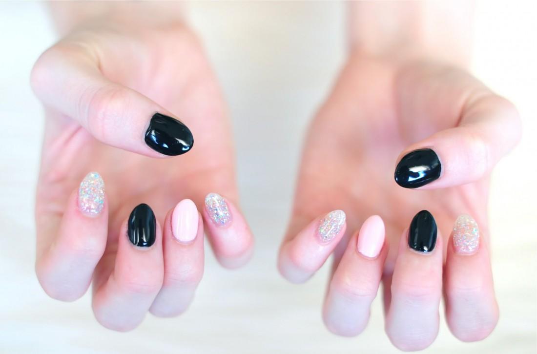 Не бойся красить ногти черным