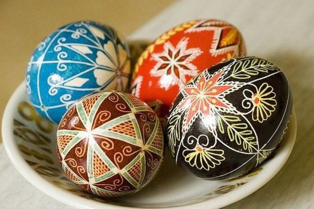 Расписное яичко, как символ праздника: Почему на Пасху красят яйца?