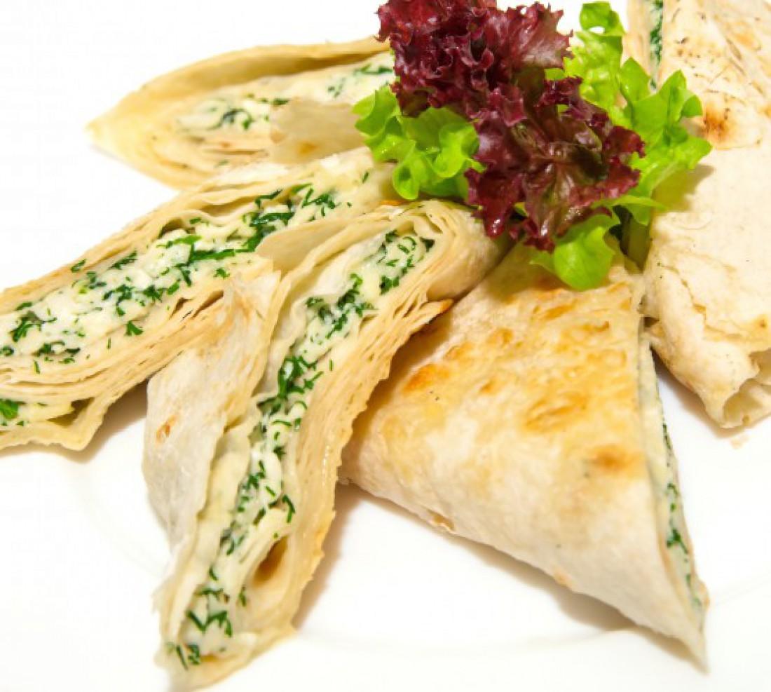 Лаваш на гриле с сыром и зеленью