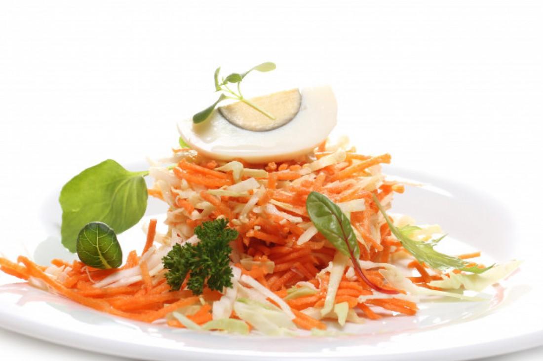 Корейская морковка с луком и кунжутом