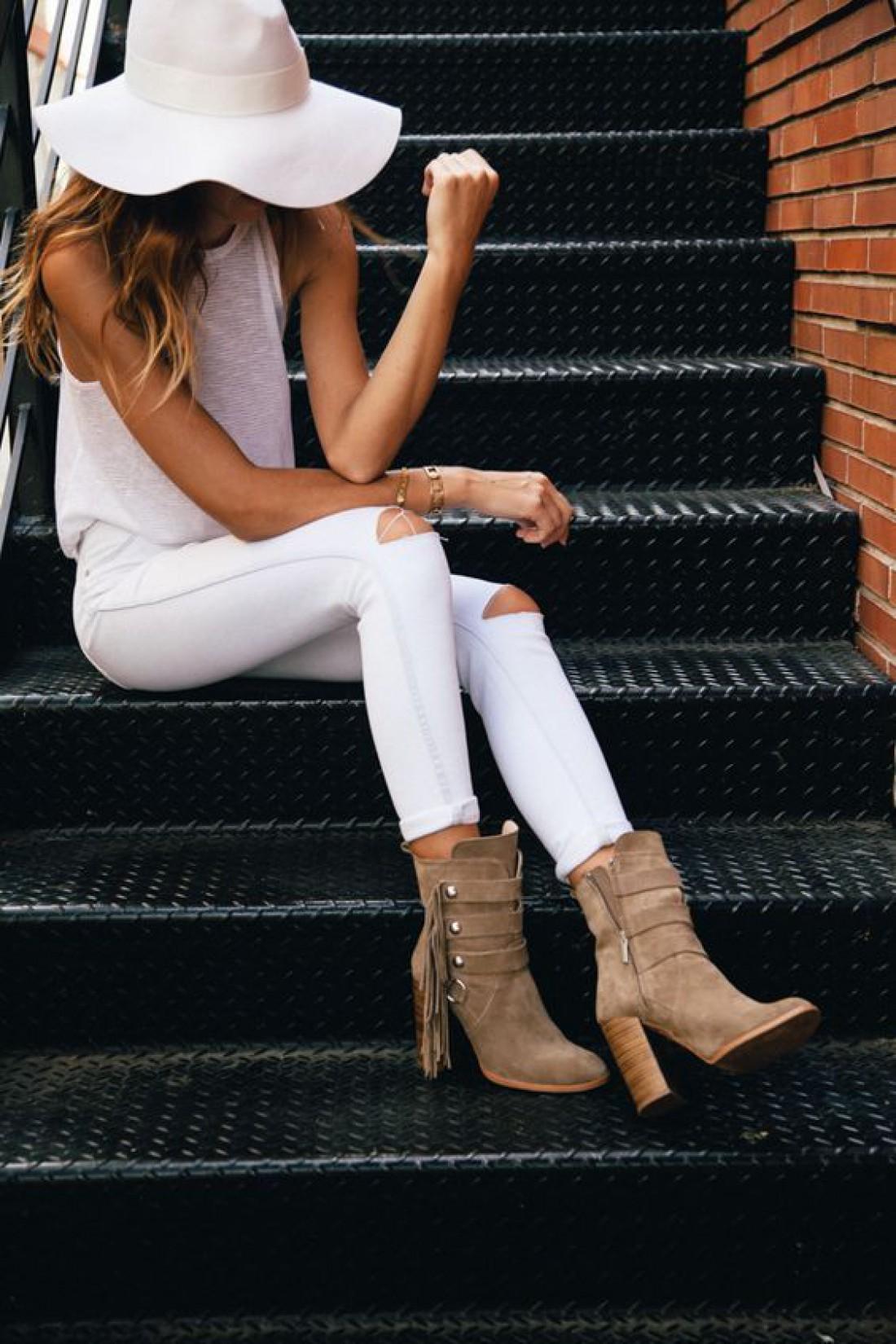 Белые джинсы в трендах