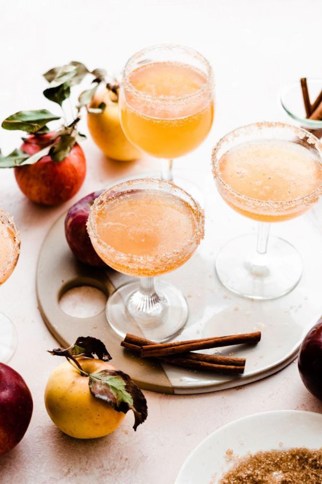 Яблочная Новогодняя Мимоза: рецепт коктейля