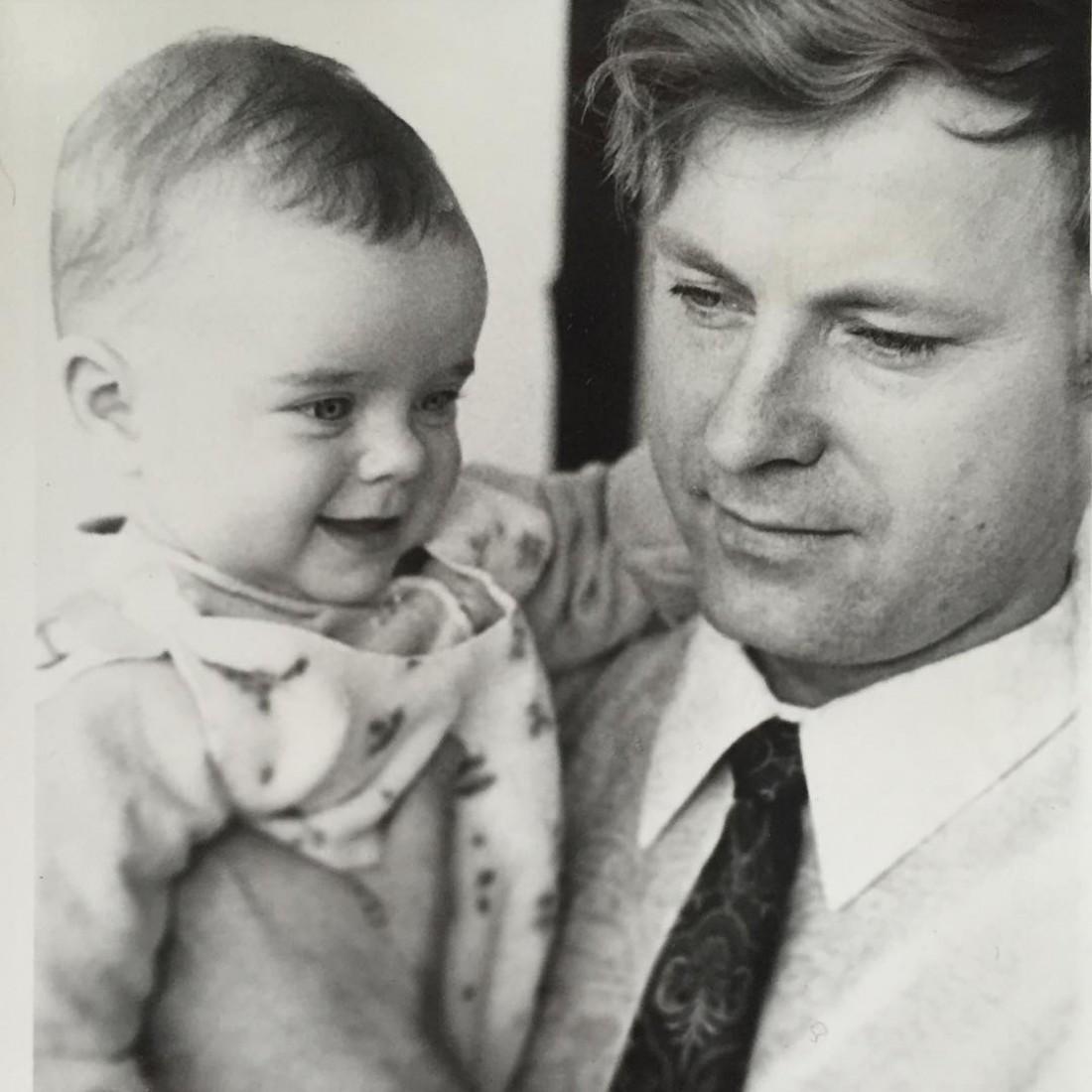 Наташа в детстве со своим отцом