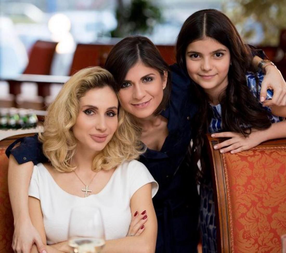 Светлана Лобода и Нателла Крапивина с дочерью